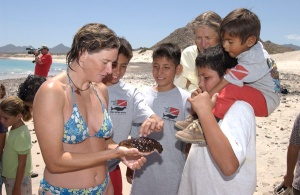 Showing budding Cabo Pulmo conservationists a sea cucumber.